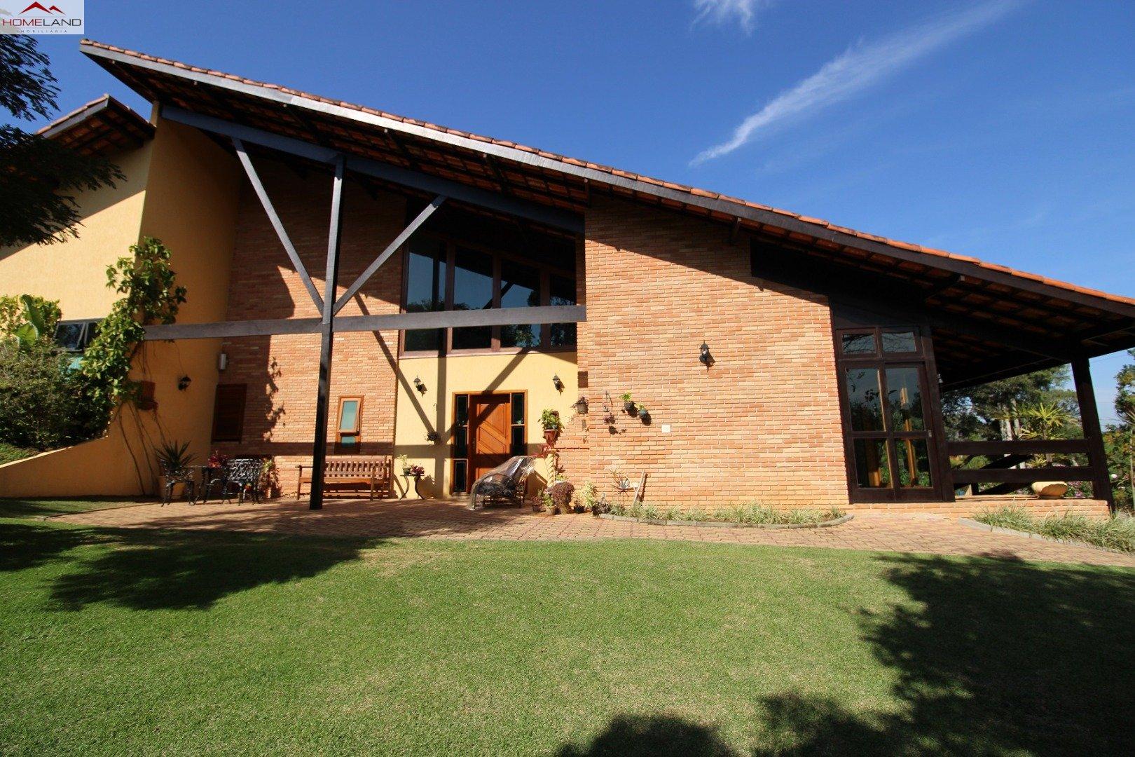 HL-229 Magnifica casa a venda com 5 dormitórios no Patrimônio do Carmo. R$ 1.950.000