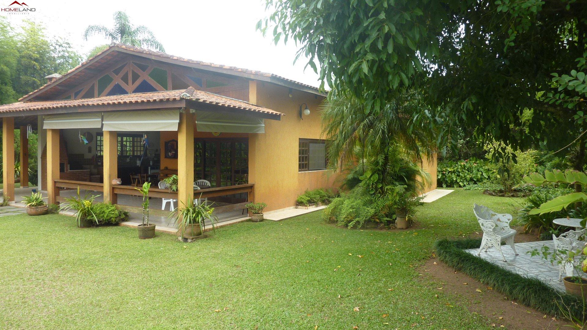 HL-160 Linda e completa casa da campo com 421m² em amplo terreno de 3068m² por R$ 1.800 mil