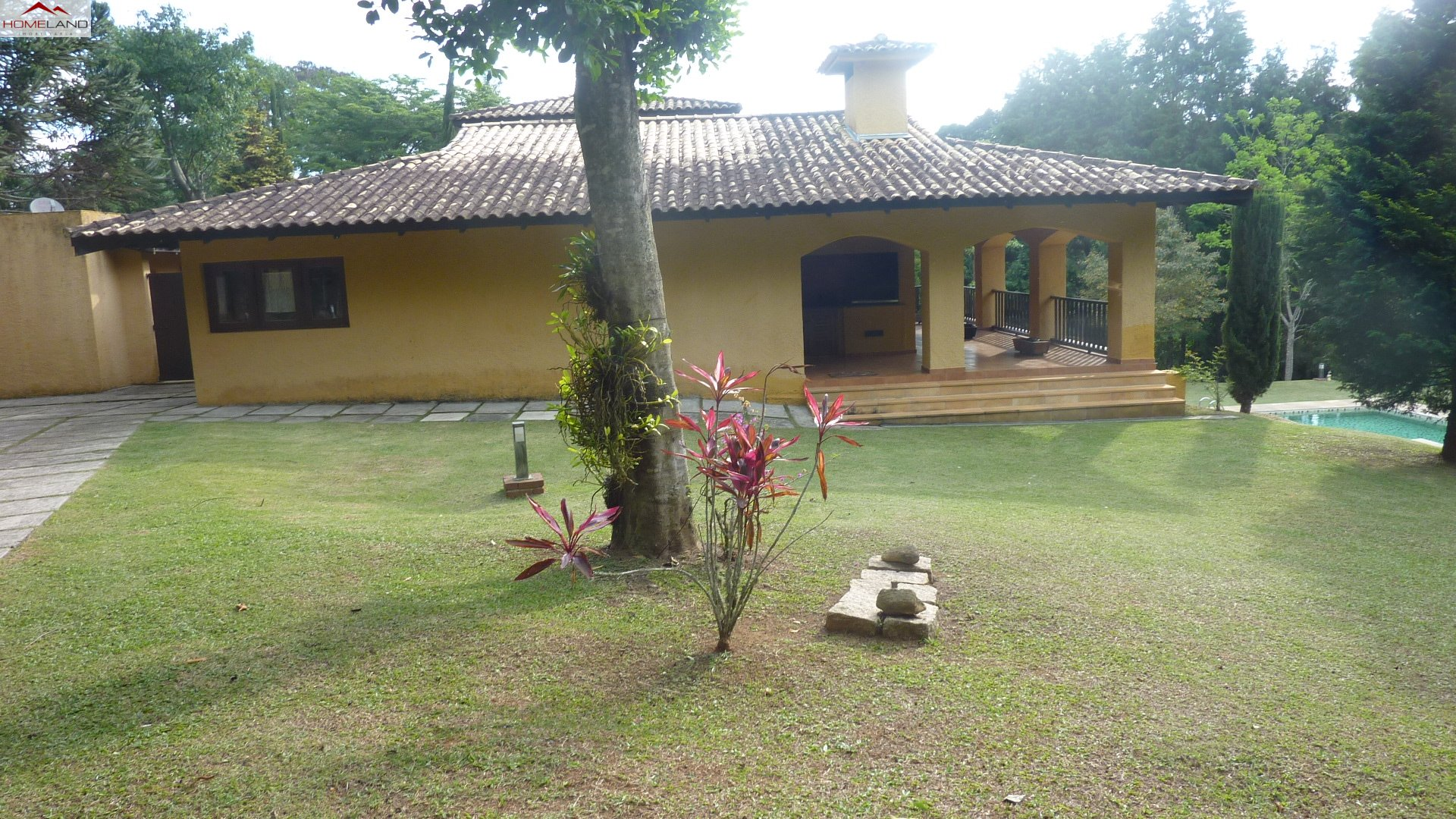 HL-151 Excelente casa em amplo terreno e  área verde, à venda por R$ 1.700 mil